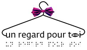 """Le logo de l'association """"Un regard pour toi"""", avec un cintre et du braille"""