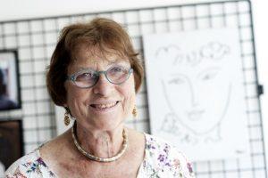 """Portrait de Maudy Piot, présidente de l'association """"Femmes pour le dire, femmes pour agir"""" dans les locaux de l'association. Photo : FDFA"""
